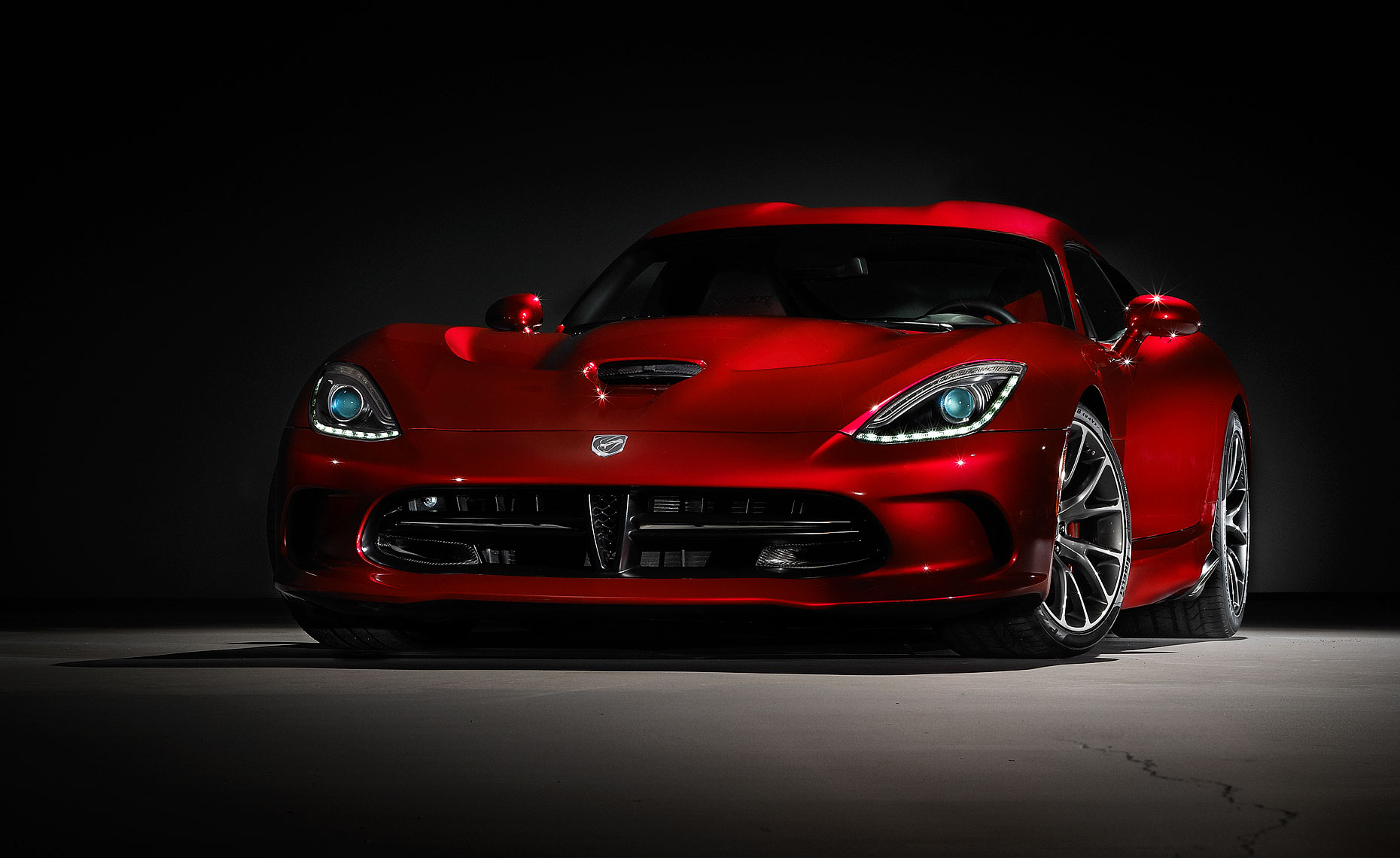 2013_viper_srt_cover-shot-red3.jpg